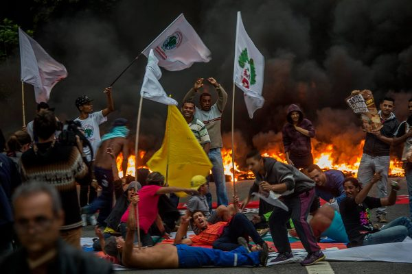 Manifestantes paralisam Avenida 23 de Maio, em São Paulo, para protestarem contra o golpe de Estado! - Foto: Lina Marinelli/ Jornalistas Livres