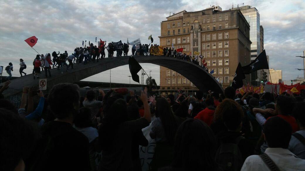Movimento popular em Porto Alegre (Foto: Frente Brasil Popular)
