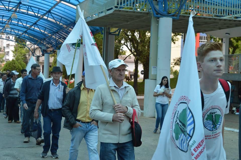 Em São Miguel do Oeste, movimento foi organizado por pastorais, campesinos e entidades de classe. (Foto: Claudia Weinman - PJMP/PJR/Portal Desacato)